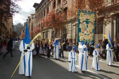 Guión de hermanamiento con el Colegio Marista delante del antiguo Colegio en San Vicente de Paúl.