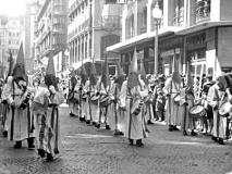 Sección de tambores en la calle Alfonso I.