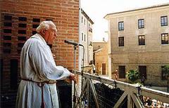 Don Justo predicando en San Bruno.